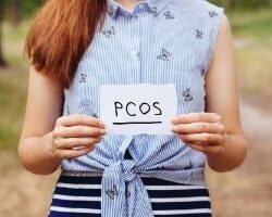 phott-fino-woman-holding-pcos-sign-test