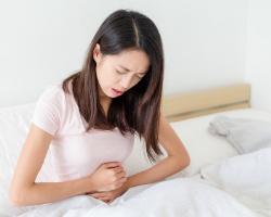photo-fino-woman-holding-stomach-test